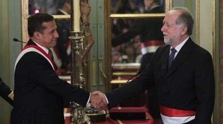 El ministro de Cultura, Luis Peirano, con el presidente Ollanta Humala. Foto: Andina