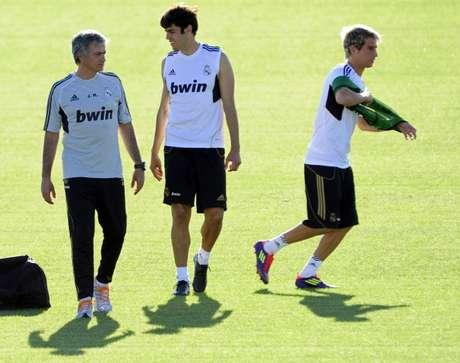 Mourinho platica con Kaká durante una práctica del Real Madrid. Foto: Getty Images