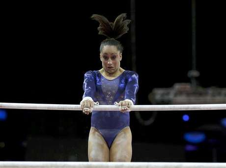 Jordyn Wieber of the U.S. waits after competing in the vault during the women's gymnastics qualification in the North Greenwich Arena during the London 2012 Olympic Games July 29, 2012. Foto: Brian Snyder / Reuters In English