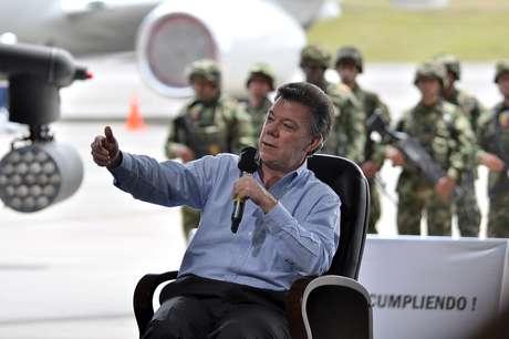 El presidente Juan Manuel santos afirmó que se ha descubierto que un solo interno en la cárcel puede extorsionar de 500 a 1.000 personas.  Foto: Mauricio Orjuela/Mindefensa.