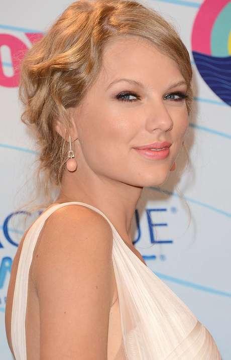 Taylor Swift mantiene relación con Connor Kennedy, cuatro años menor que ella. Foto: Agencias