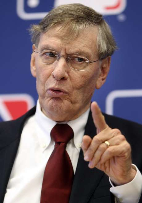 Major League Baseball Commissioner Bud Selig speaks at a news conference after meeting the team owner at MLB headquarters in New York, Thursday, May 17, 2012. Foto: AP in English
