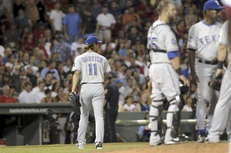 Texas Rangers pitcher Yu Darvish takes the walk to the bench after being pulled in the seventh inning of their American League game against the Red Sox at Fenway Park in Boston Massachusetts August 6, 2012. Foto: Neal Hamberg / Reuters In English