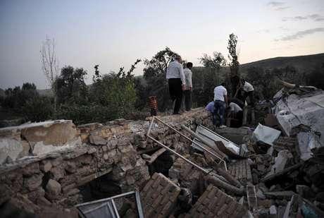 El primer sismo, de intensidad 6,2 y con epicentro en Ahar, se produjo a las 7:23 a.m. El segundo tuvo lugar poco después en Varzeghan, a las 7:34 a.m, y fue de intensidad 6. Foto: AFP