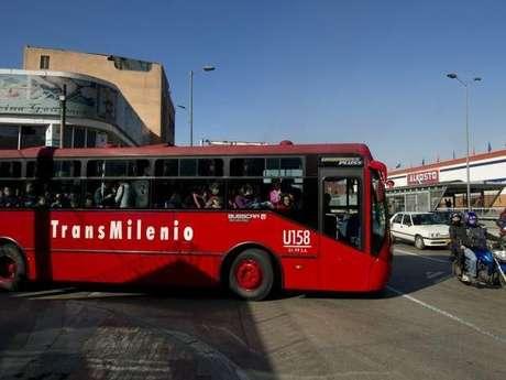 La empresa que logre quedarse con el contrato de TransMilenio será la encargada de manejar alrededor de 2.7 billones de pesos. Foto: AFP