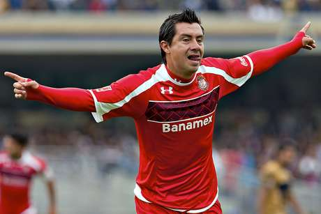Toluca's Luis Cacho celebrates after opening up the score against Pumas in the first half.  Foto: Mexsport
