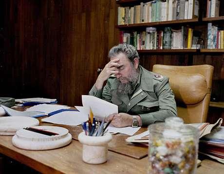 Fidel Catro gobernó Cuba por casi 50 años. Por una enfermedad traspasó el poder a su hermano Raúl. Foto: AP