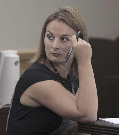 La ex maestra de inglés de la secundaria de Kennedale, Brittni Nicole Colleps, de 28 años, fue declarada culpable de tener sexo en su casa durante dos meses con cinco estudiantes. El jurado emitió su decisión el viernes 17 de agosto de 2012. En la imagen, la procesada durante un receso en el juicio en su contra en Fort Worth, Texas, el martes 14 de agosto.  Foto: The Fort Worth Star-Telegram, Ron T. Ennis / AP