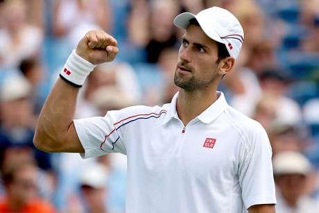 Novak Djokovic celebrates after defeating Argentina's Juan Martin del Potro in straight sets.  Foto: Getty Images