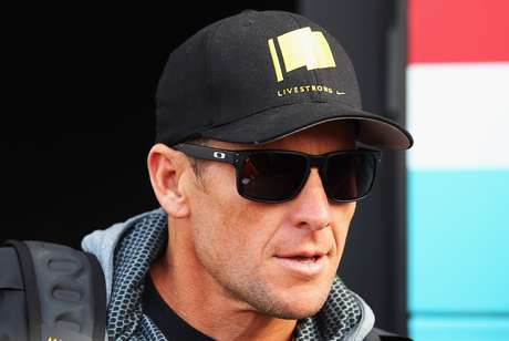 Seven time Tour de France winner Lance Armstrong attended the 2012 Paris Roubaix cycle race from Compiegne to Roubaix on April 8, 2012 in Paris, France. The 110th edition of the race is 257km long with 51.5km of cobbles spread over 27 sections.  Foto: Getty Images