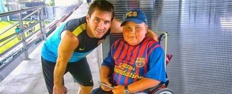 Messi poses with the Belgian child during their special meeting. Foto: Especial