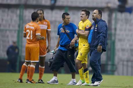 Efraín Juárez could be out three weeks, though it seemed it would be longer with the graphic nature of the injury. Foto: Mexsport