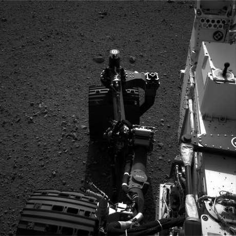 """El robot Curiosity se dirige hacia el este y rueda """"bellamente"""" sobre Marte. Foto: Reuters en español"""