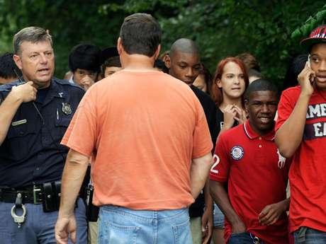 La escuela fue evacuada tras el incidente. Foto: AP