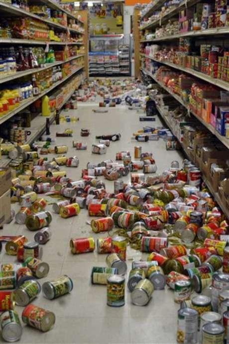 Uno de los corredores del mercado Sol en Brawley, California, después del sismo que se sintió en la zona el domingo 26 de agosto de 2012. Foto: AP