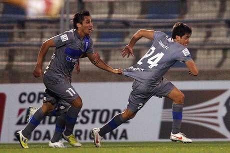 El jugador de Universidad Católica, Nicolas Trecco, celebra después de anotar. Foto: EFE