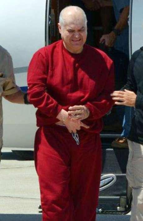 Esta imagen proporcionada por la Agencia Antinarcóticos Estadounidense muestra a Eduardo Arellano Félix durante su extradición a Estados Unidos desde México el viernes 31 de agosto de 2012.  Foto: AP