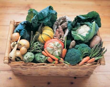 Consumir alimentos orgánicos, los cuales son más costosos, ¿realmente es mejor para las personas?  Foto: Thinkstock