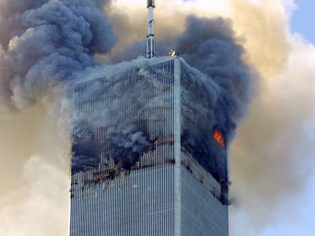 El propietario del World Trade Center demandó a las aerolíneas por negligencia. En la foto, el ataque contra una de las Torres Gemelas el 11 de septiembre del 2001. Foto: AP