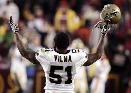 New Orleans Saints linebacker Jonathan Vilma celebrates the Saints' overtime win against the Washington Redskins in Landover, Maryland December 6, 2009. Foto: Andrew Cameron / Reuters In English
