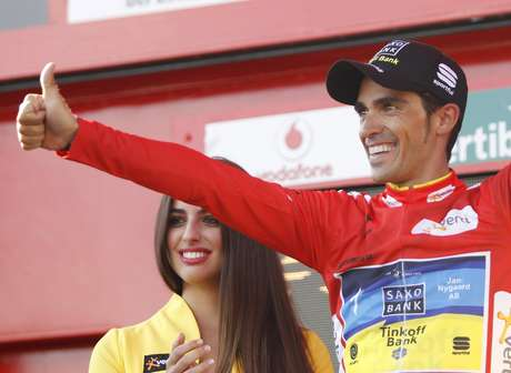 """Team Saxo Bank rider leader of the race Alberto Contador of Spain celebrates after the 20th stage of the Tour of Spain """"La Vuelta"""" cycling race between La Faisanera Golf and Bola del Mundo September 8, 2012.  REUTERS/Miguel Vidal (SPAIN - Tags: SPORT CYCLING) Foto: MIGUEL VIDAL / REUTERS"""