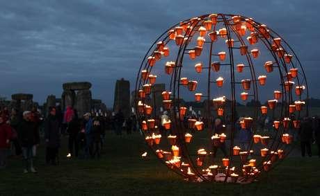 En el Festival, el monumento megalítico de Stonehenge fue escenario de un espectáculo de fuego y velas. Foto: Getty Images