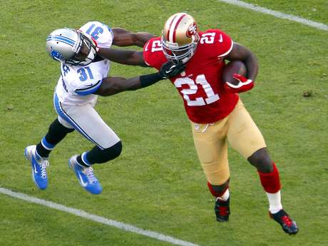 Frank Gore, corredor de los 49ers de San Francisco, escapa de la defensiva de los Leones de Detroit Foto: Tony Avelar / AP