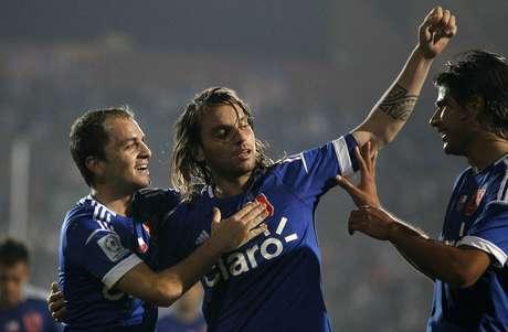 Ezequiel Videla manfiestó su respaldo hacia el golero azul. Foto: Photosport