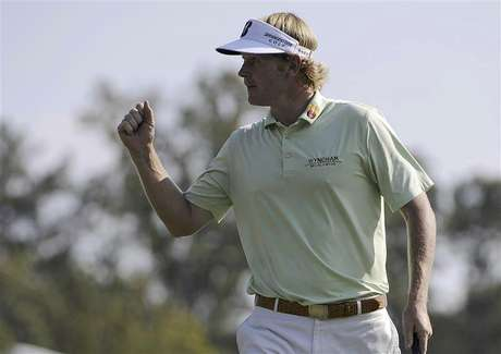 Brandt Snedeker of the U.S. reacts to a birdie on the 17th hole to go 8-under par during the third round of the Tour Championship golf tournament at the East Lake Golf Club in Atlanta, Georgia September 22, 2012. Foto: David Tulis / Reuters In English