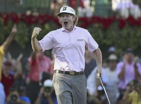 Brandt Snedeker of the U.S., reacts after winning the Tour Championship and the FedEx Cup on the 18th green during the final round of the Tour Championship golf tournament at the East Lake Golf Club in Atlanta, Georgia, September 23, 2012. Foto: Tami Chappell / Reuters In English