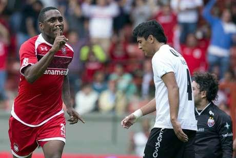 Luis Tejada jugó 20 minutos, suficientes para estrenarse como Diablo Rojo. Foto: Mexsport
