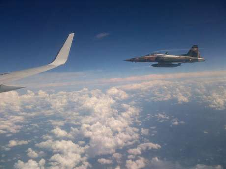 """Dos aviones interceptores Caza F-5 de la Fuerza Aérea Mexicana, escoltaron por unos 30 minutos al avión presidencial TP-01 """"Presidente Juárez"""", que trasladó al presidente Felipe Calderón de la ciudad de México a Washington, Estados Unidos Foto: Notimex"""