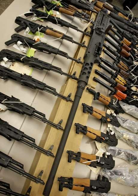 La Fiscalía federal informó que pidió la pena máxima de cerca de cinco años de prisión para el hispano, ya que aseguraron que éste no solo compró las armas para entregarlas a carteles mexicanos, sino que también reclutó a otros para hacerlo.  Foto: AP