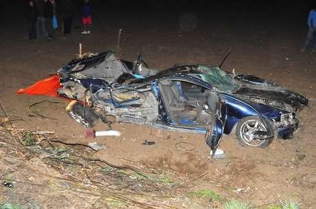 El vehículo quedó totalmente destruido tras desbarrancar en la ruta G 78, kilómetro 44, Melipilla Foto: Rodrigo Fuentes / Terra