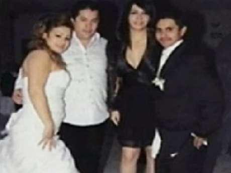 """Al parecer, """"El Lazca"""" (blanco) fue padrino de bodas del jefe de plaza de Los Zetas (negro) en San Fernando, Tamaulipas Foto: Tomada de redes sociales."""