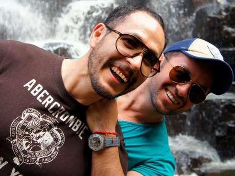 Bibiano Arias (lado derecho en la foto) se casó legalmente en la Ciudad de México luego de 9 años de noviazgo con su pareja. Foto: Bibiano Arias
