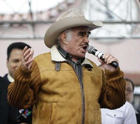 Nuera de Vicente Fernández cree que el artista no tiene cáncer. Foto: EFE en español