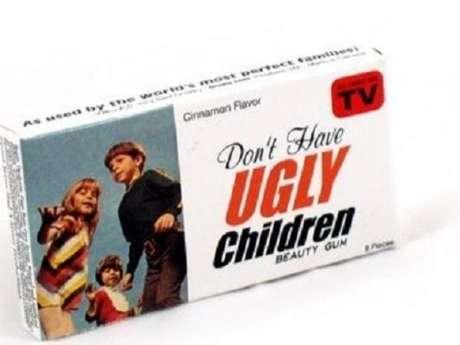 Una caja de chicles sugiere: 'No tengas hijos feos'. Foto: Reproducción