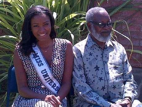 Miss Universo Leila Lopes junto al legendario presidente Sam Nujoma. Foto: Twitter Leila Lopes