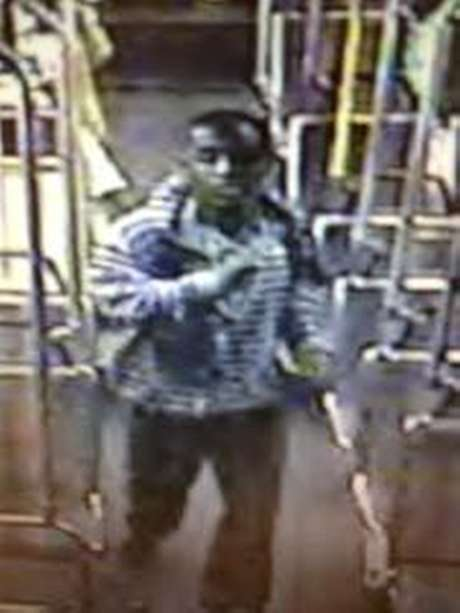 This image from video provided by the Los Angeles County Sheriffs Department shows a suspect officials say is accused of raping a mentally disabled woman on a city bus. Foto: AP