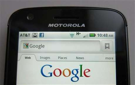 A Motorola Droid phone is seen displaying the Google search page in New York August 15, 2011. Foto: Brendan McDermid / Reuters