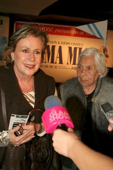 Doña Eva Mange y Laura Zapata hablan de Thalía y sus hermanas Foto: Mezcal