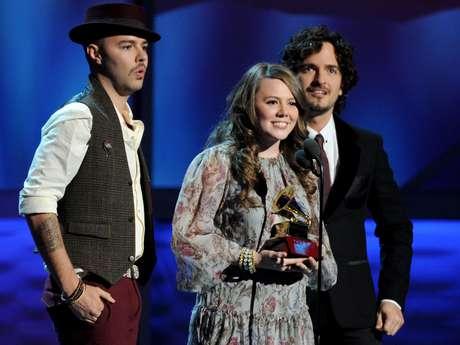 Jesse y Joy se coronaron con cuatro Latin Grammy gracias a la música de su álbum, 'Con Quién se Queda el Perro'. Foto: AP