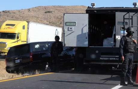 El 24 de agosto, un grupo de policías abrió fuego contra una camioneta -que recibió más de 100 disparos- de placas diplomáticas, hiriendo a los dos agentes estadounidenses y al militar mexicano en un paraje conocido como Tres Marías, ubicado en la carretera que une a la capital con la ciudad de Cuernavaca (centro). Foto: Getty Images