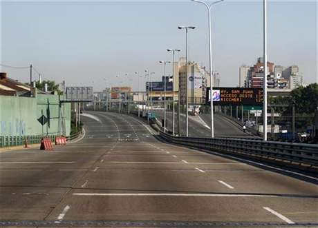 An empty motorway is seen during a one-day nationwide strike in Buenos Aires November 20, 2012. Foto: Enrique Marcarian / Reuters