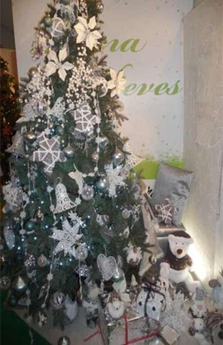 Decoración del cuento de La reina de la las nieves: enmarca la navidad en plata y escarcha. Foto: EFE en español