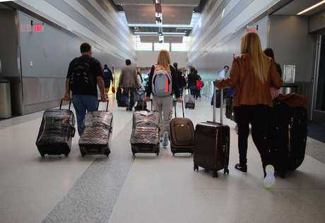 El buen clima contribuyó a un fin de semana sin complicaciones para los millones que regresaron a sus hogares, especialmente en los aeropuertos. Foto: Getty Images