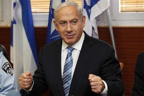 Israel's Prime Minister Benjamin Netanyahu gestures during his visit to the police headquarters in Jerusalem November 22, 2012. Foto: Gali Tibbon / Reuters