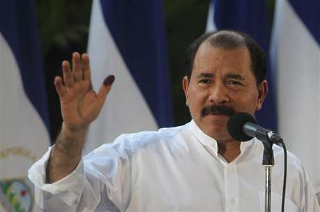 Nicaragua's President Daniel Ortega speaks to supporters after casting his vote in the municipal elections at a polling station in Managua November 4, 2012. Foto: Oswaldo Rivas / Reuters