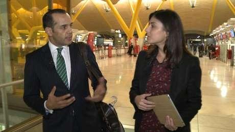 Juan Verde, durante en la entrevista en el aeropuerto de Barajas Foto: Terra